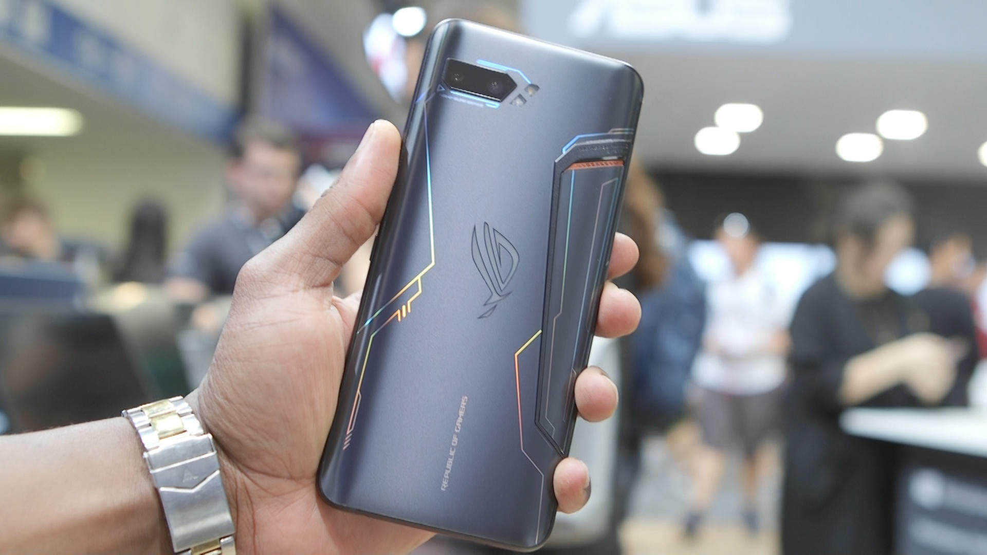 Video: Asus ROG Phone 2 has the first 120Hz OLED screen