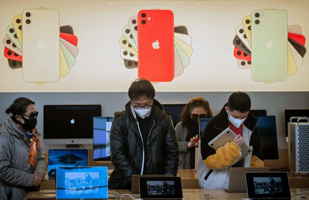 Shoppers in the Beijing Apple Store