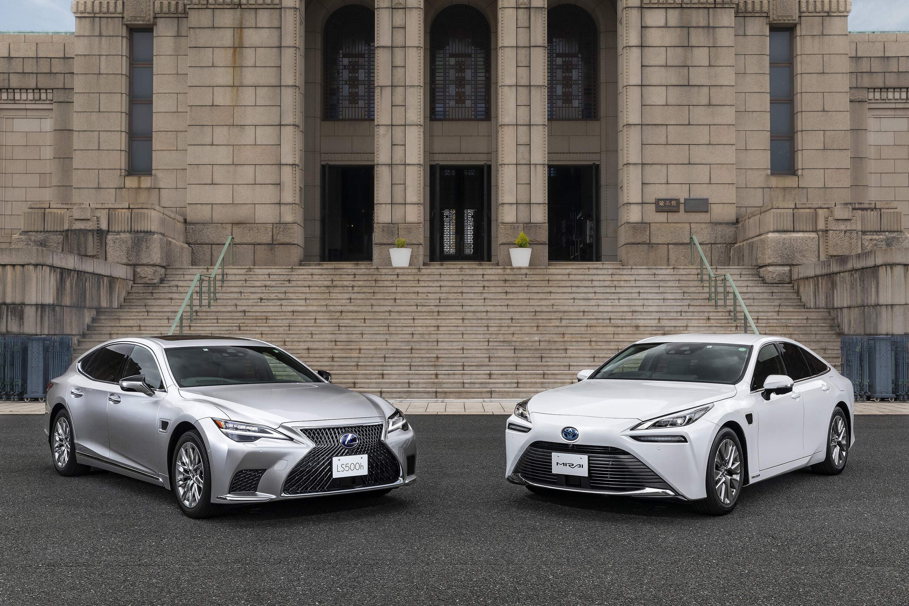 Toyota Mirai, Lexus LS Advanced Drive reveal