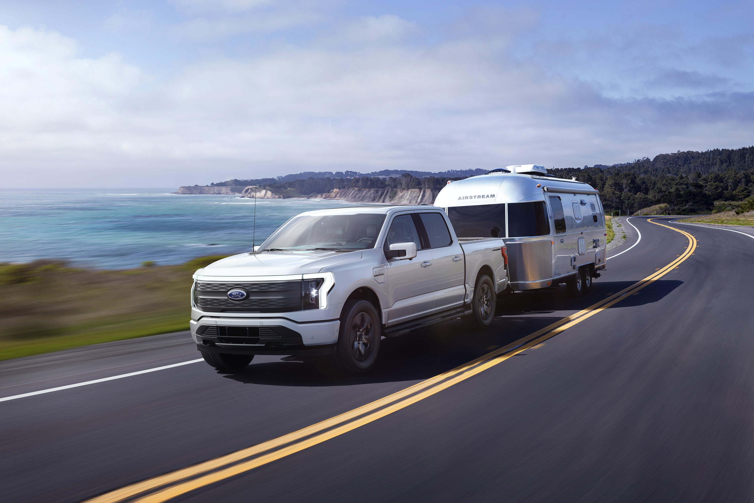 2022 Ford F-150 Lightning - towing