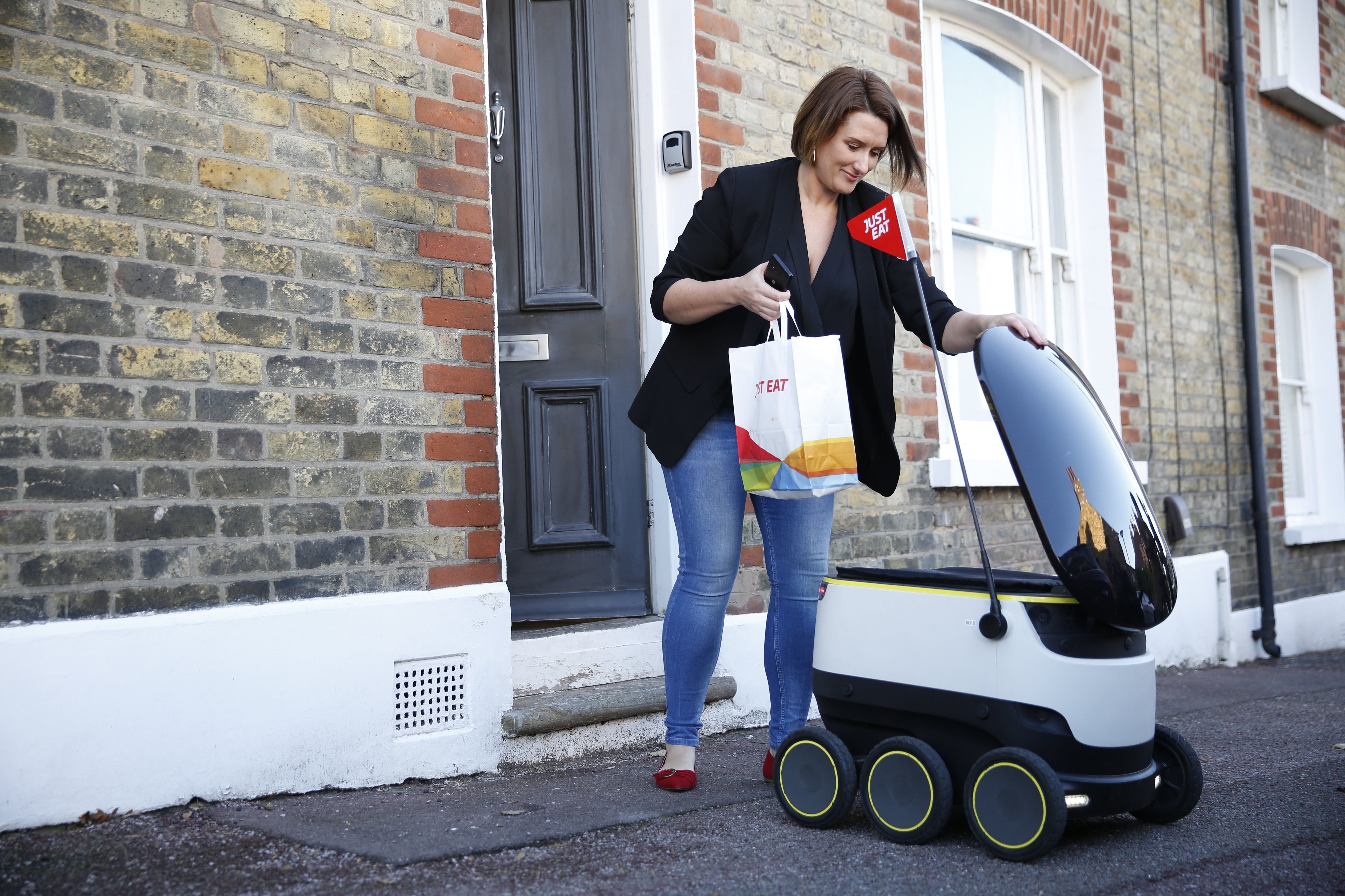 just-eat-deliver-worlds-first-takeaway-by-a-robot-image-3-2.jpg