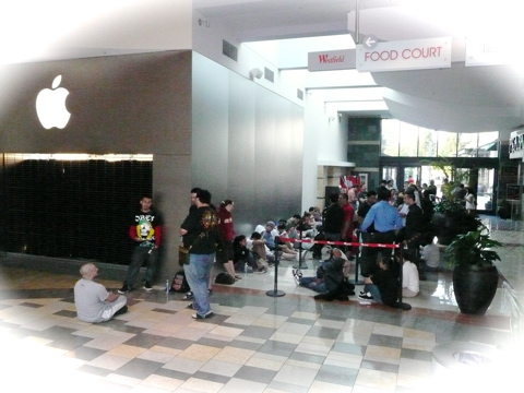 iPhone line at an Apple Store
