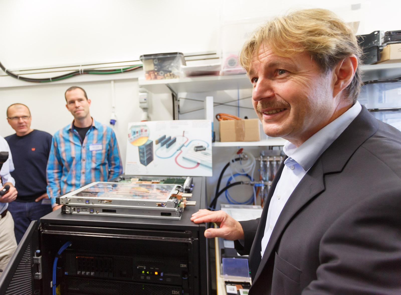 Bruno Michel describes Aquasar, an IBM Research prototype high-performance computing machine that uses unusually high-temperature liquid cooling.