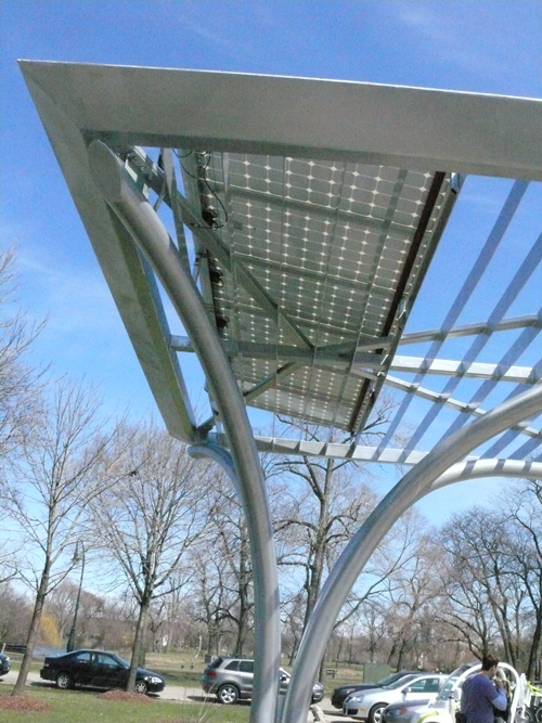 """This """"solar tree"""" in Chicago can charge up to two vehicles at a time and operates completely off the grid."""