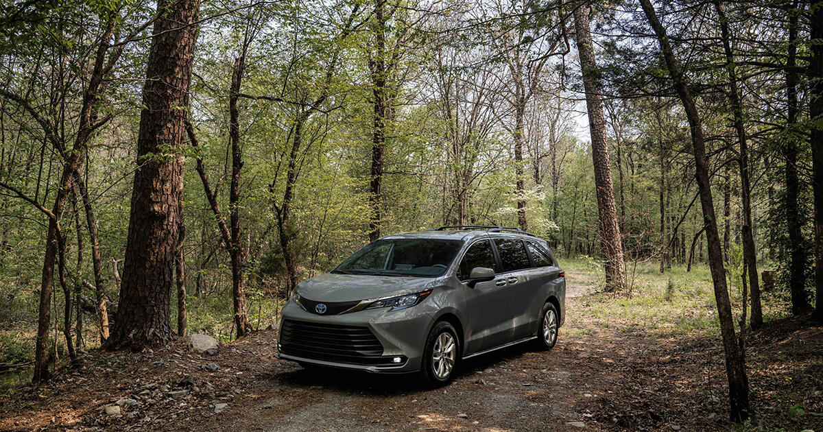 2022 Toyota Sienna Woodlands Edition wants to get your butt outside - Roadshow