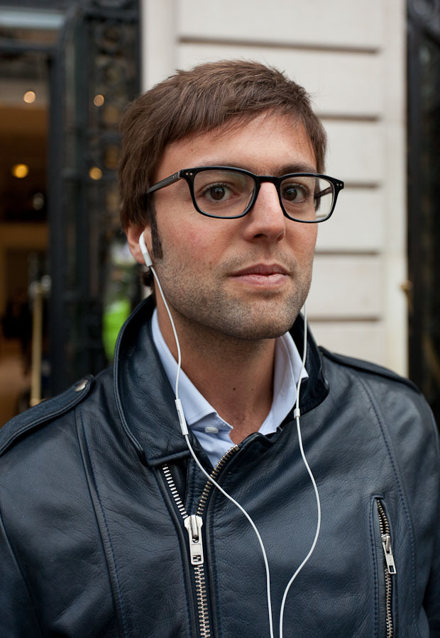 Xavier Zeitoun stopped by an Apple store in Paris the morning after Steve Jobs died.