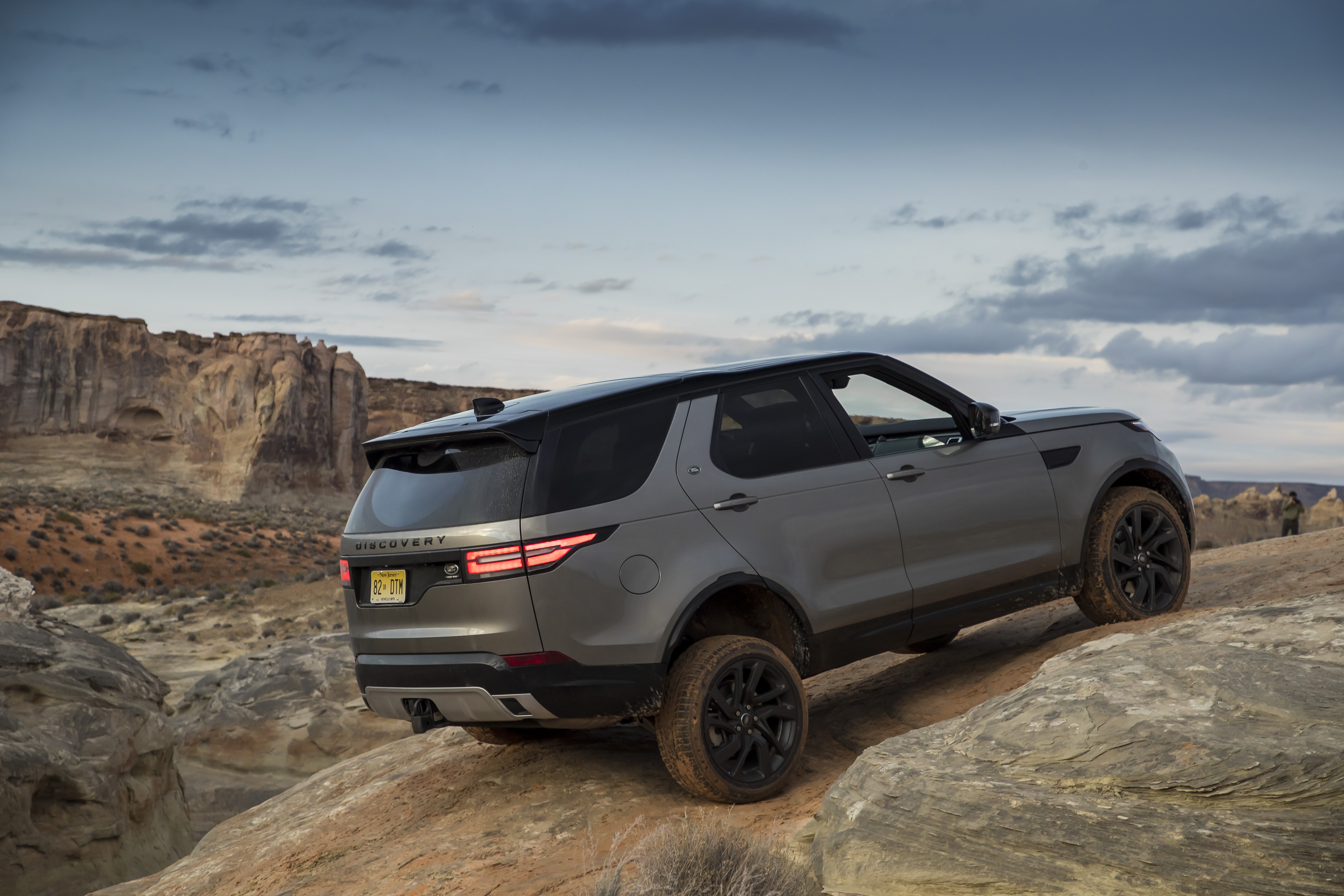24-2017-land-rover-discovery-first-drive.jpg