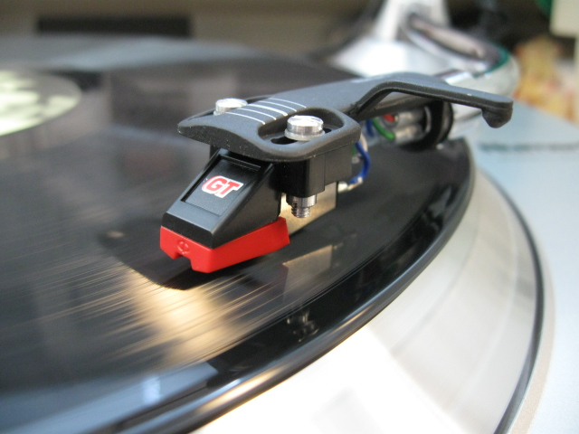 Photo of Numark TTi turntable.