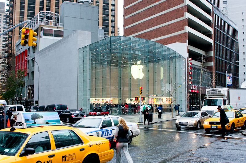 23applestore_upperwest_CNET_1.jpg