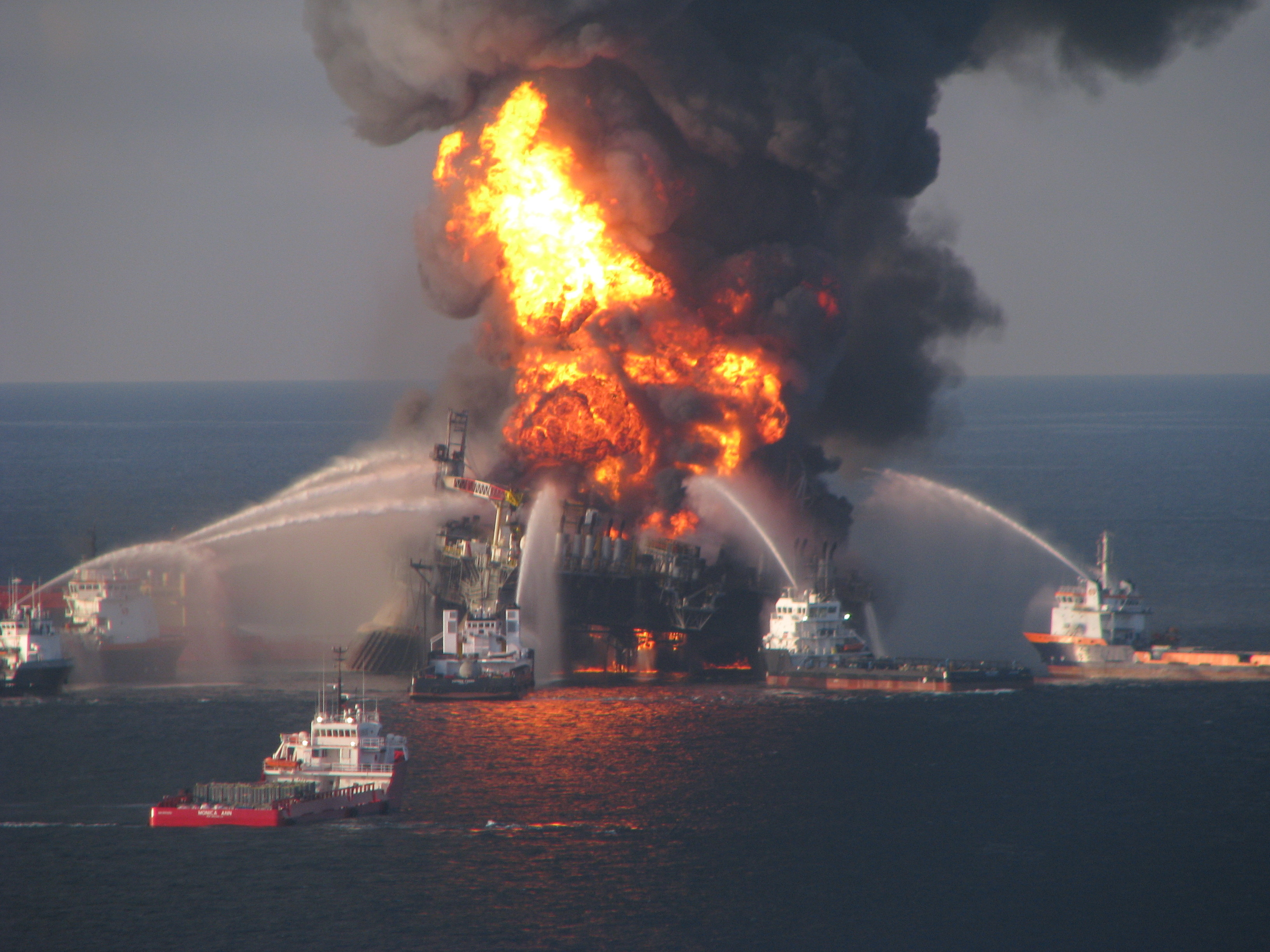 NOAA_rig_on_fire.jpg