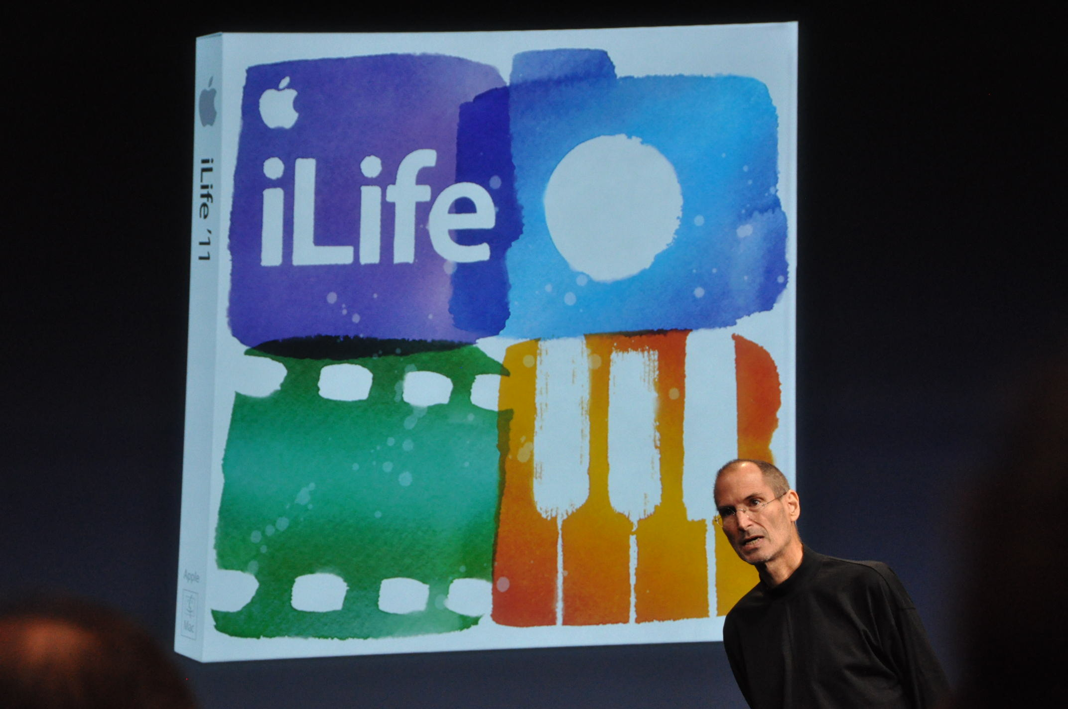 Steve Jobs introduces iLife '11.