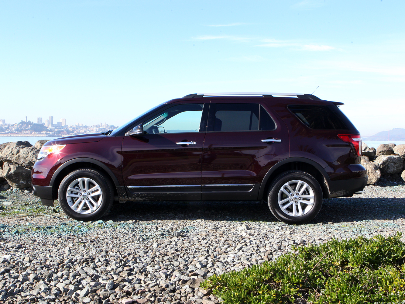 2011 ford explorer xlt review cnet. Black Bedroom Furniture Sets. Home Design Ideas