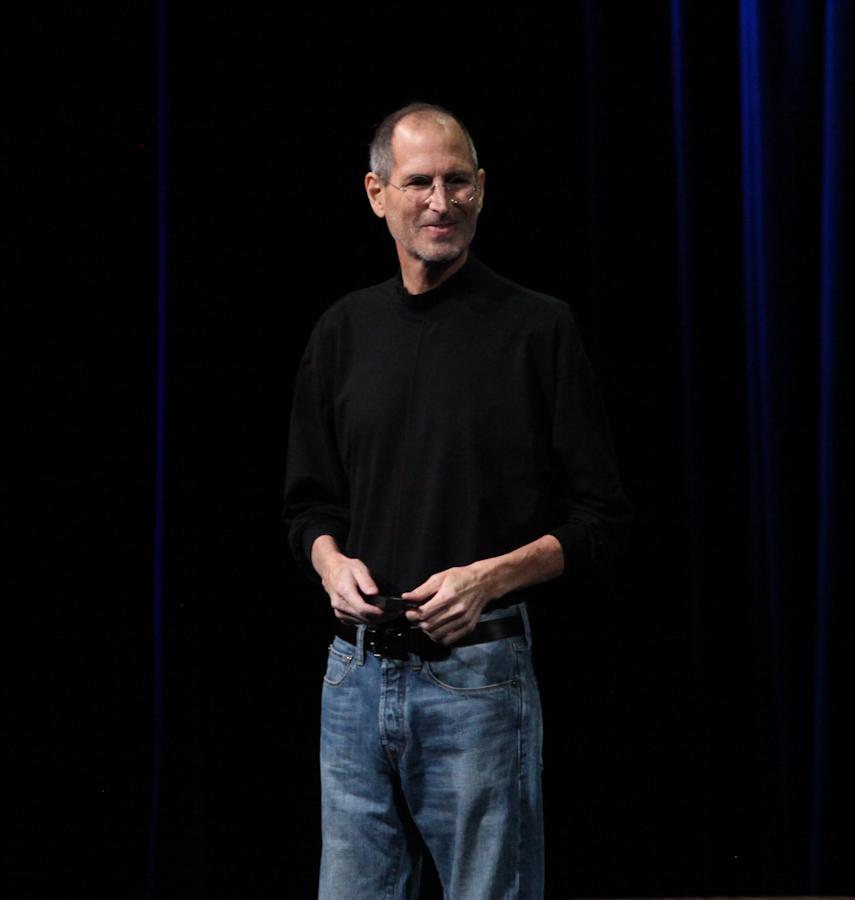 Jobs presents the iPad 2.