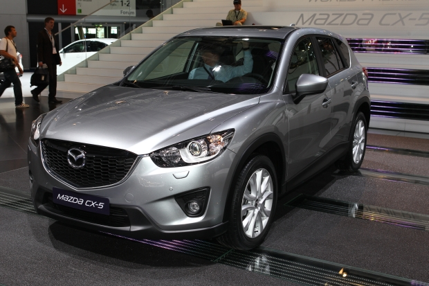 mazda cx 5 debuts with skyactiv tech kodo design cnet. Black Bedroom Furniture Sets. Home Design Ideas