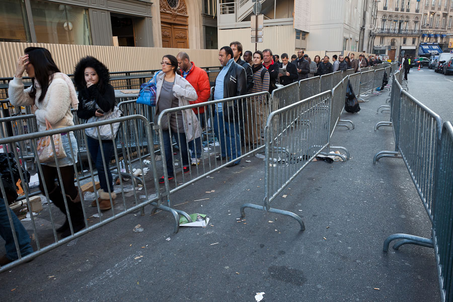 Some started lining up yesterday to get an iPhone 4S in Paris, but plenty more who showed up today had a comparatively short wait of four hours. The waiting area rapidly emptied as the line moved into the store.
