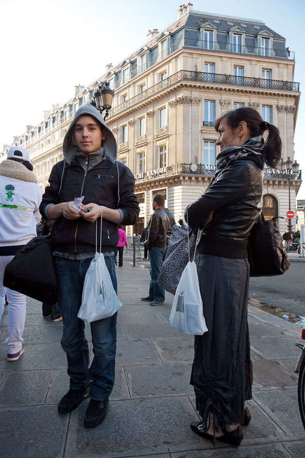 Israpilou Rakhman, left, and Natayeva Mali were among the early buyers of an iPhone 4S in Paris.