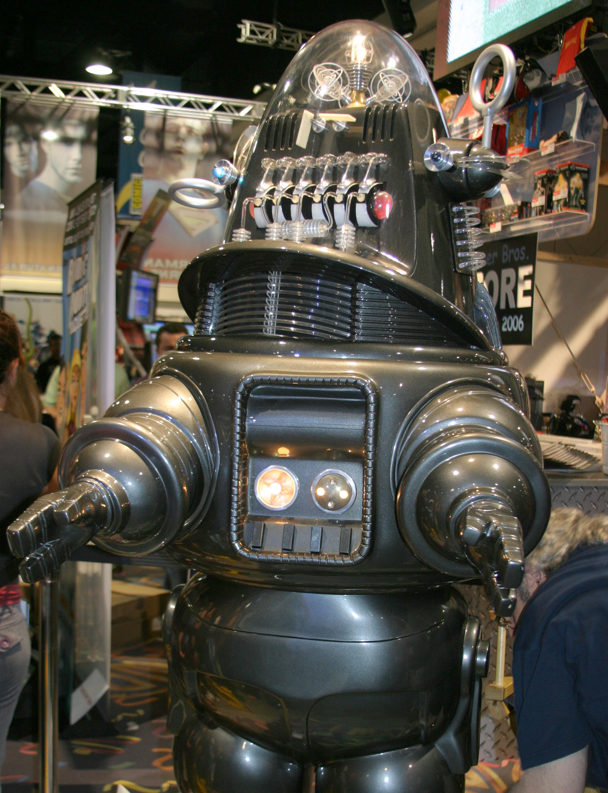 Robbie_the_Robot_San_Diego_Comic_Con_2006.jpg