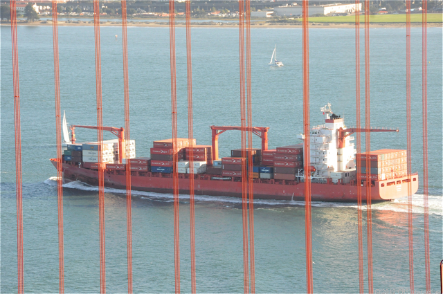 GGB_cargo_ship_through_cables_1.jpg