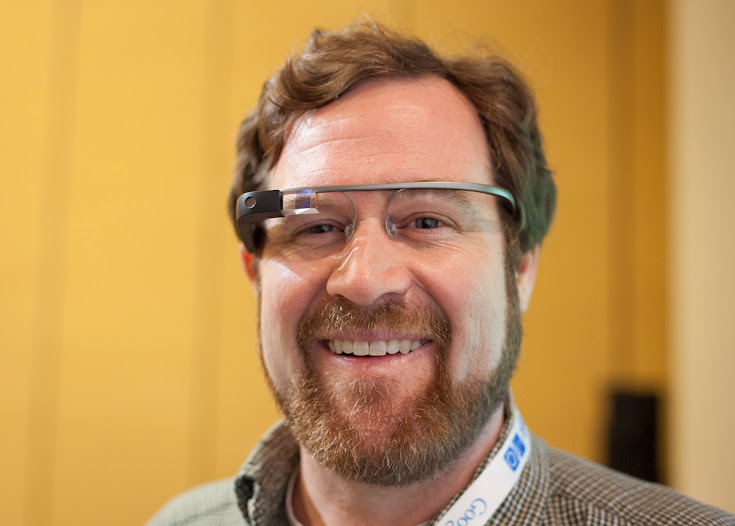 CNET writer Stephen Shankland tries out a demo version of Google Glass at Google I/O.