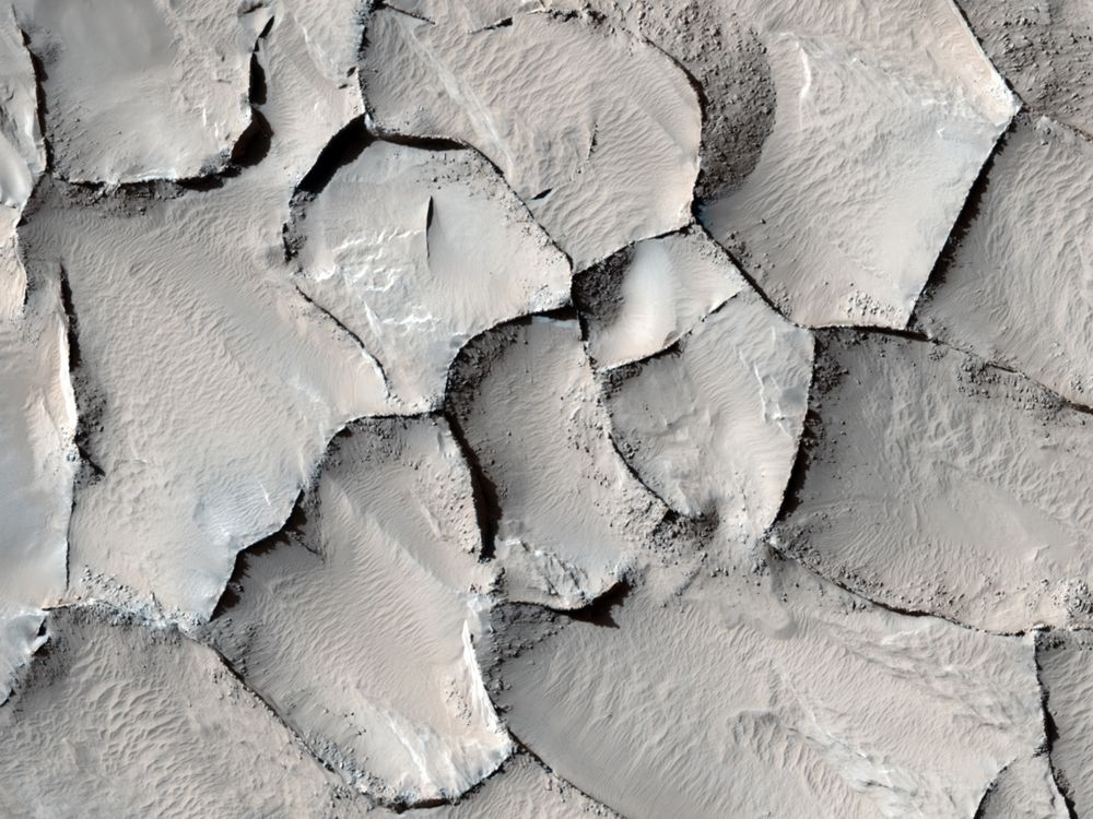 Polygonal ridge in Gordii Dorsum Region