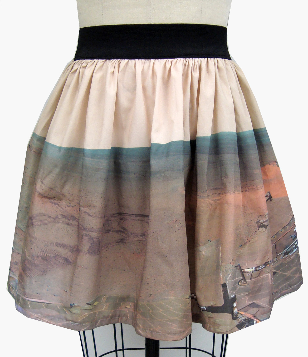 Mars rover panoramic skirt