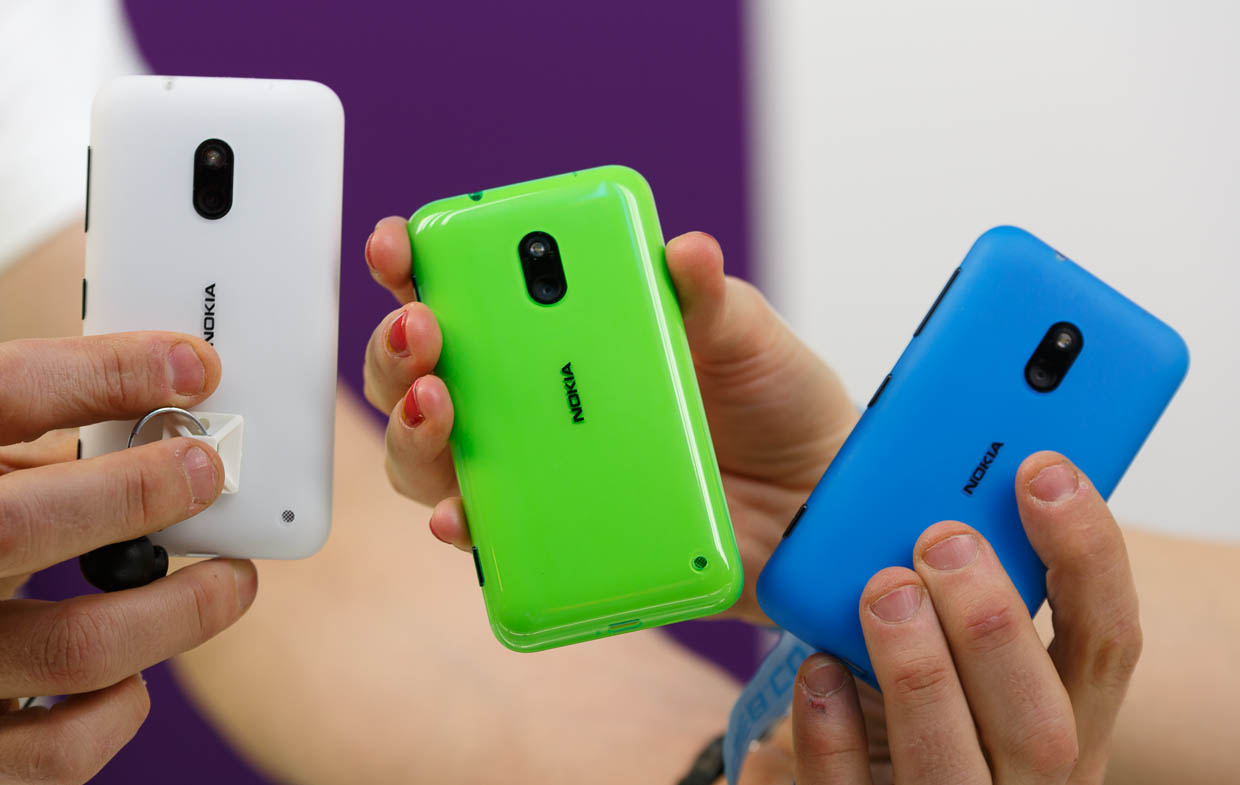 The Lumia 620 comes in more traditional Nokia Windows smartphone colors like cyan, yellow, and magenta.