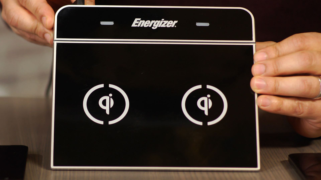 The Energizer Dual Zone charges phones slickly without wires