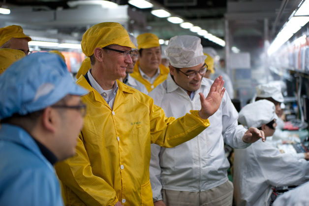 Apple CEO Tim Cook visits Foxconn's Zhengzhou factory line.