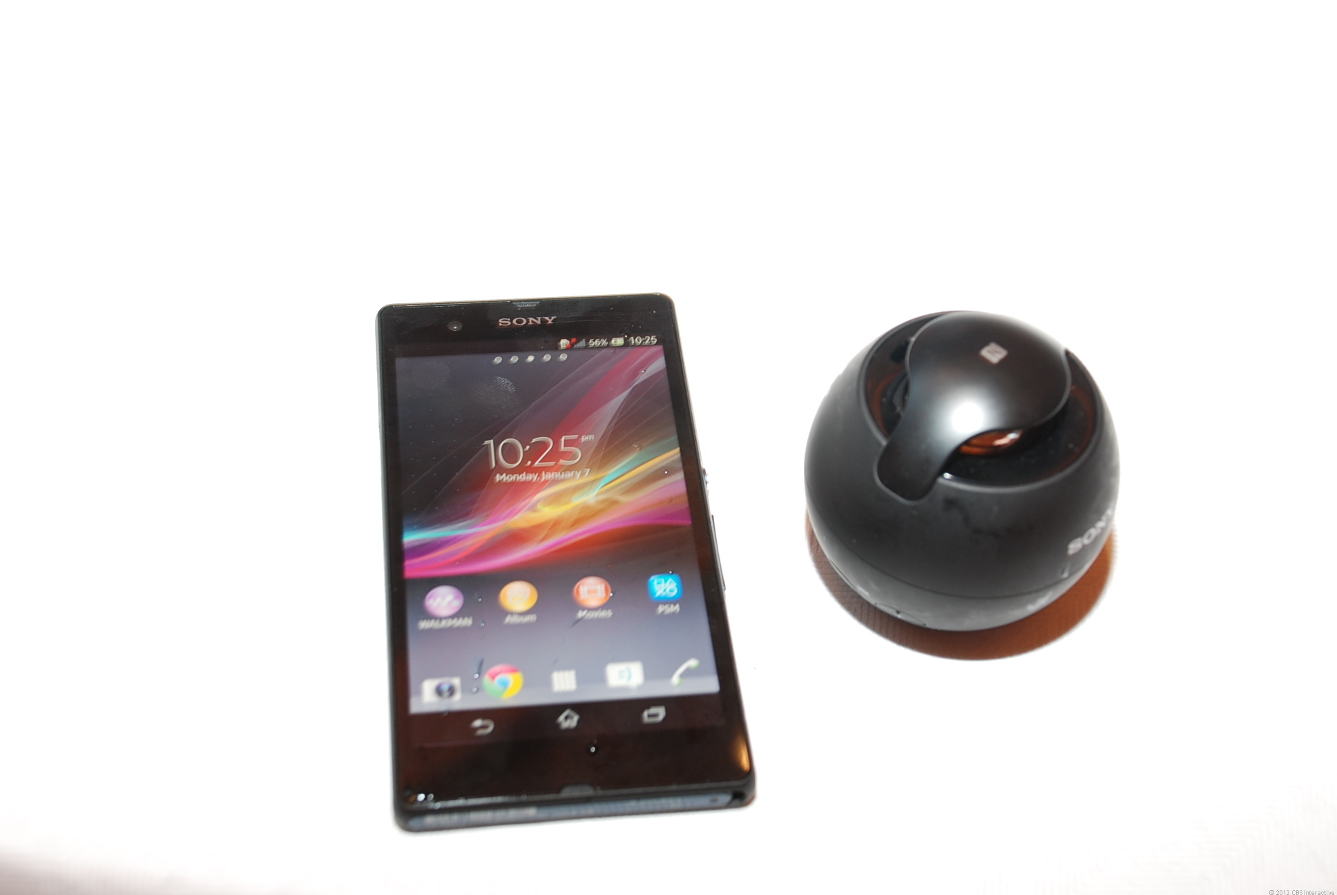 Xperia_Z_and_speaker.jpg