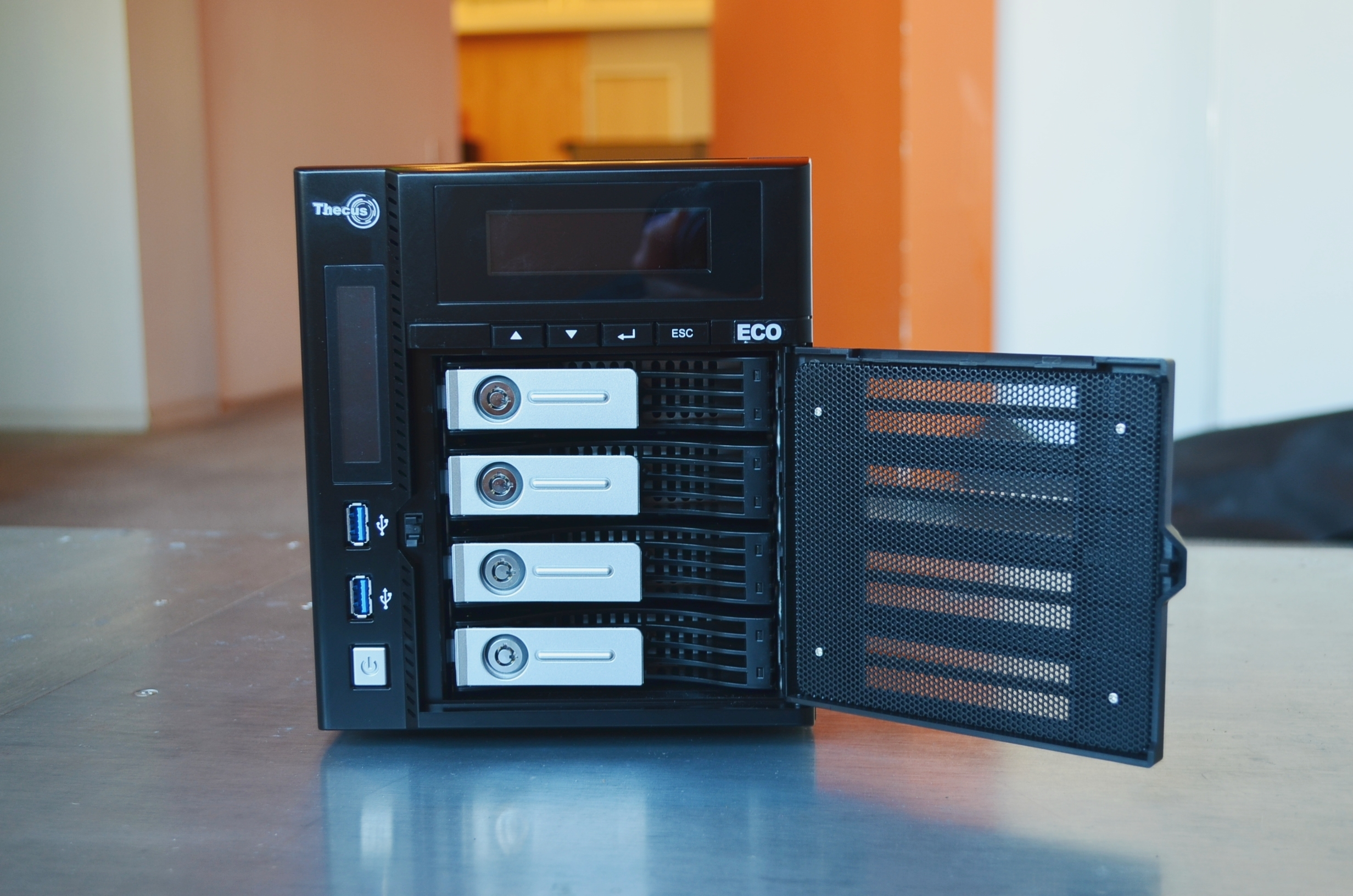 The N4800eco comes with an excellent front-accessible drive bays.