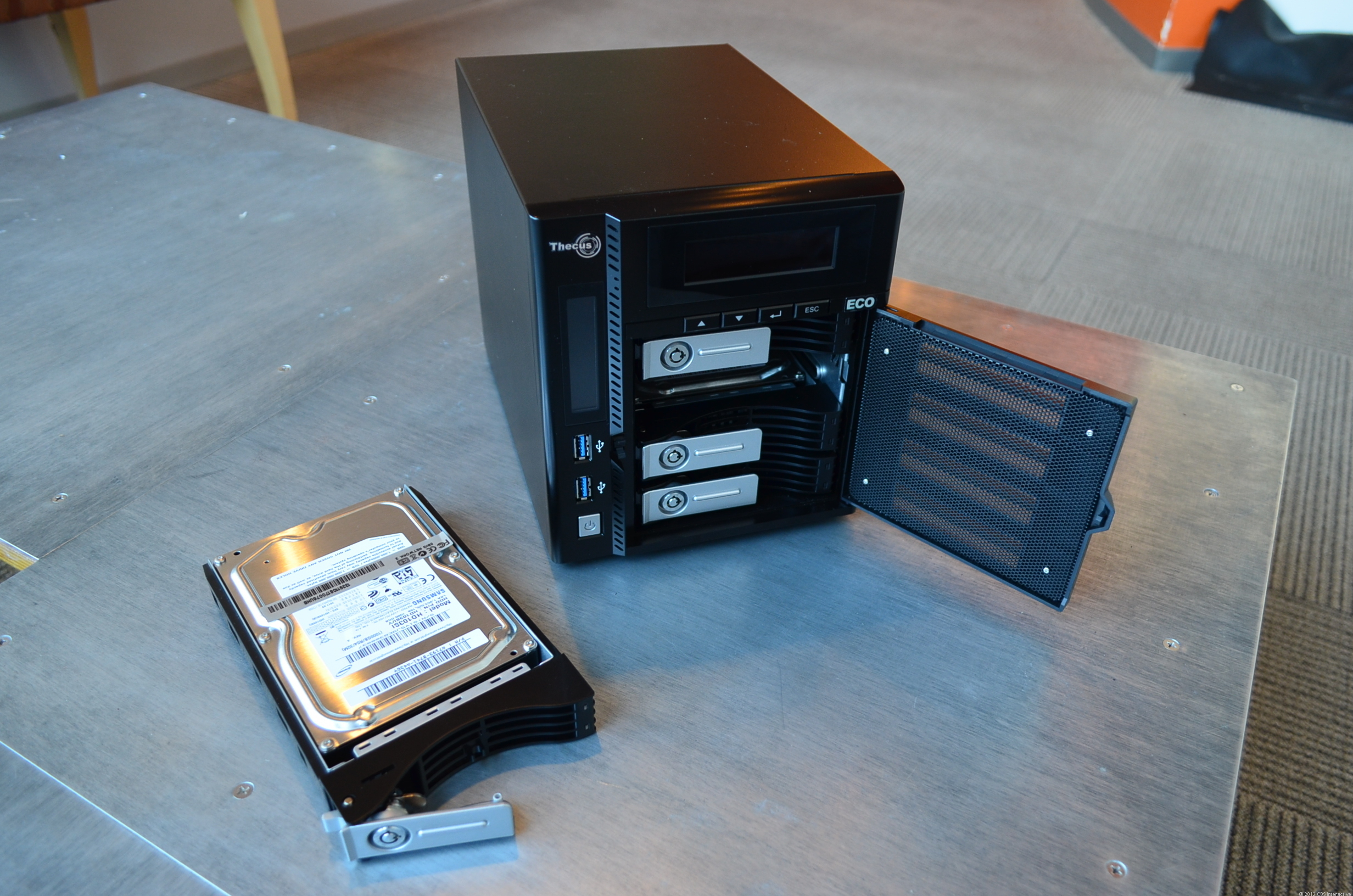 It's very easy to install and replace hard drives with the N4800Eco.