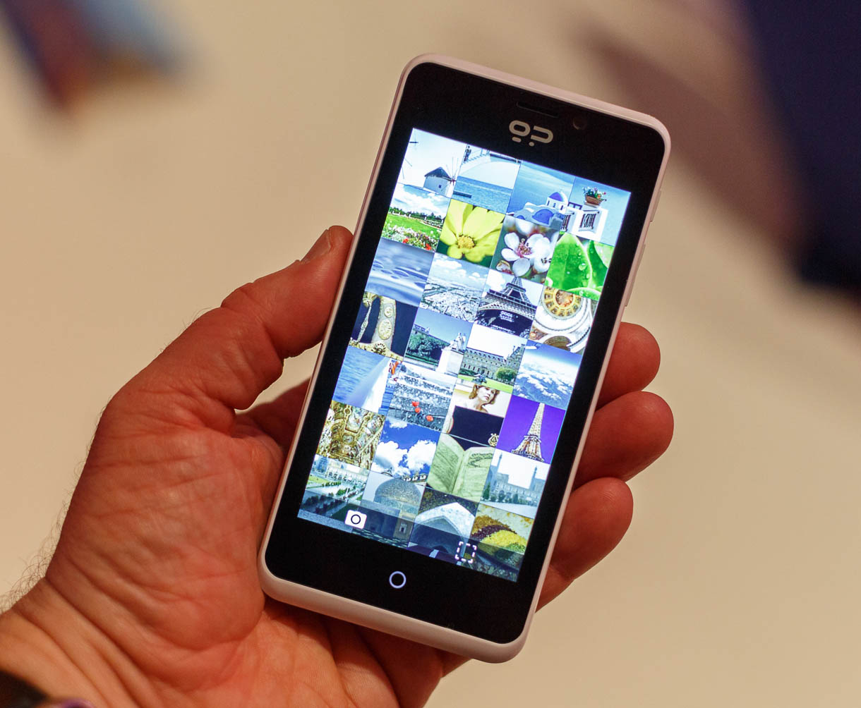 The gallery app on Firefox OS presents photos as an array of thumbnails that scrolls vertically.