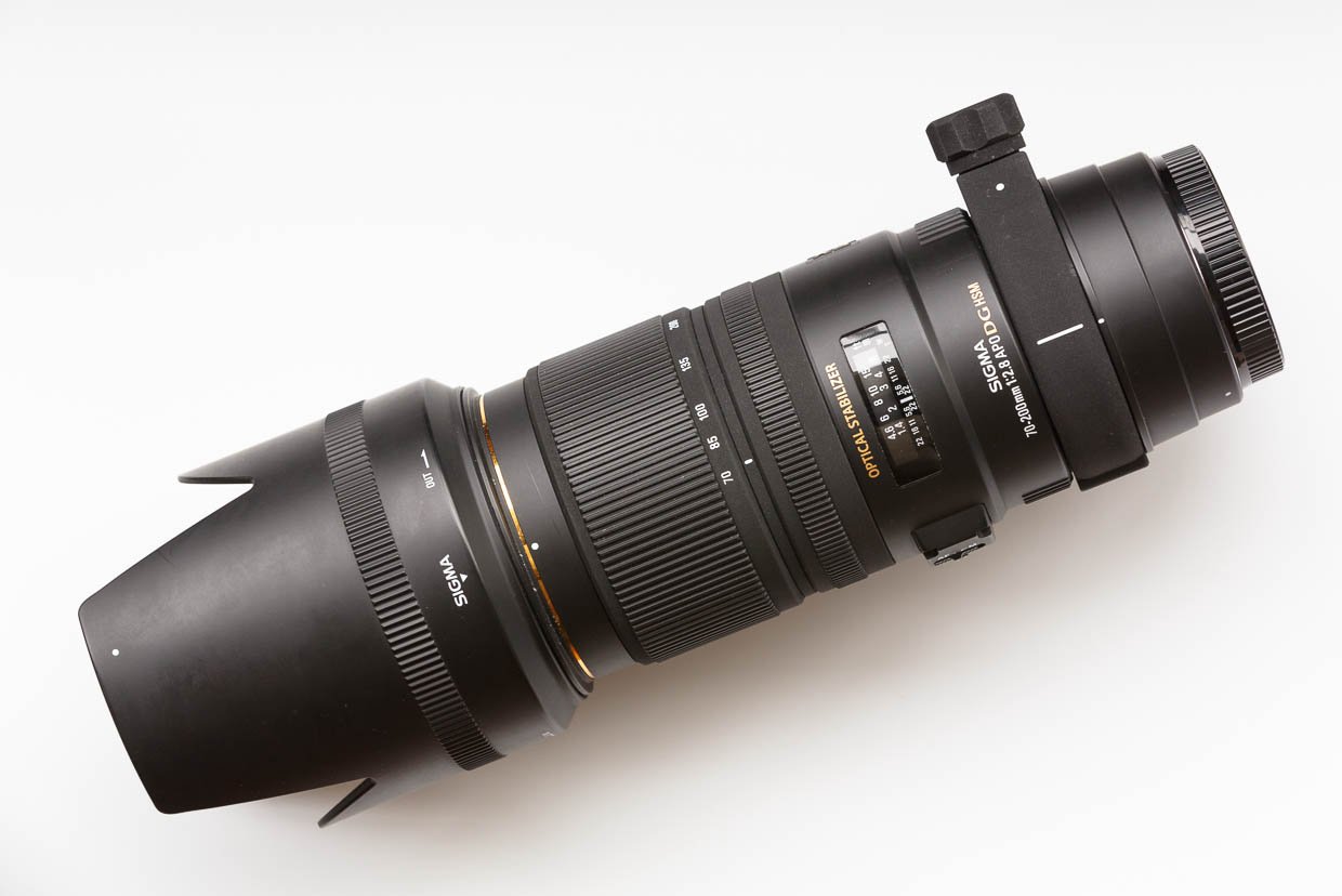 The Sigma APO 70-200mm F2.8 EX DG OS HSM comes with a petal-shaped lens hood and removable tripod mount, and though it's not bulkier than other f2.8 lenses of this zoom range, it's not small.