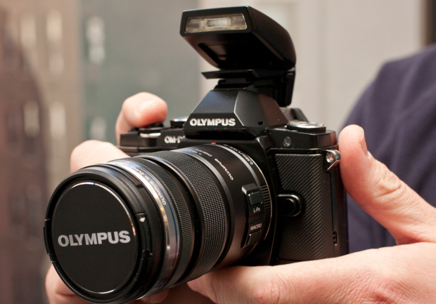 Olympus OM-D E-M5 (with 12-50mm lens, Black)