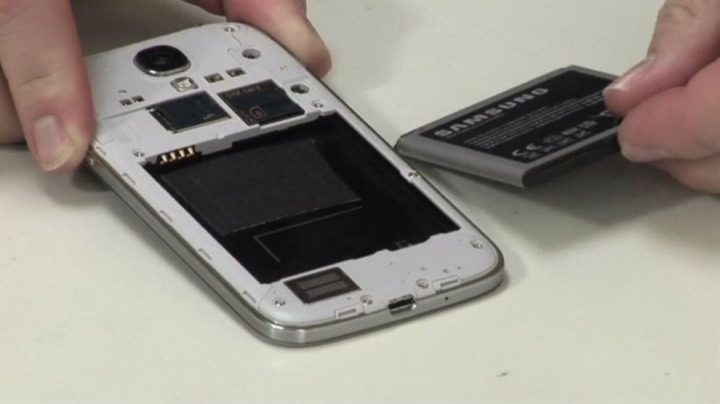 Video: Cracking Open the Samsung Galaxy S4