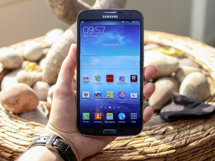 Samsung Galaxy Mega looks huge in the hand