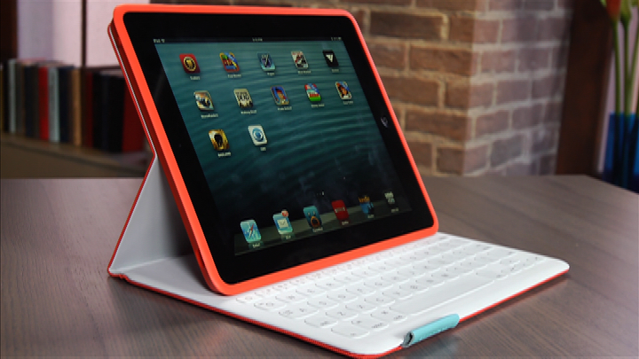 Video: Logitech FabricSkin Keyboard Folio: Great for drippy desks