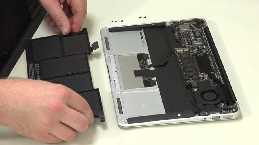 Video: Cracking Open the MacBook Air 11-inch (2013)