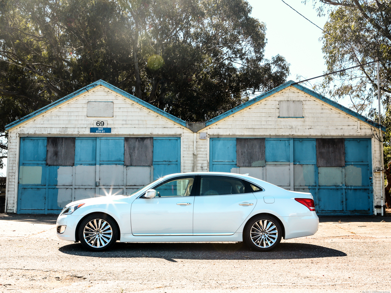With an air suspension, rear-wheel drive, and a 5-liter V-8, the Hyundai Equus bats in the big leagues.