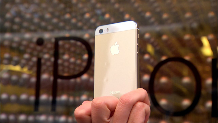 The gold iPhone 5S.