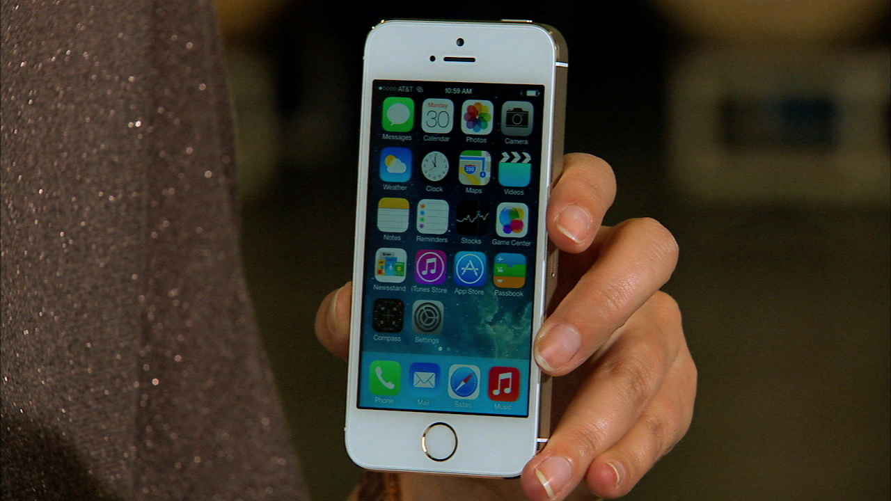 Video: Episode 54: Unboxing Apple's iPhone 5S in gold
