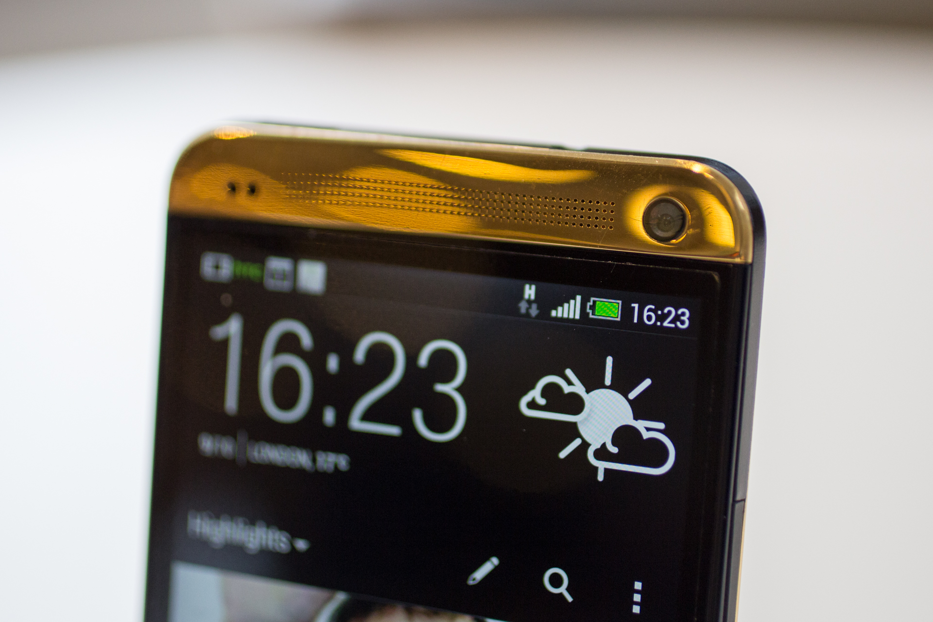 htc-one-gold-5.jpg