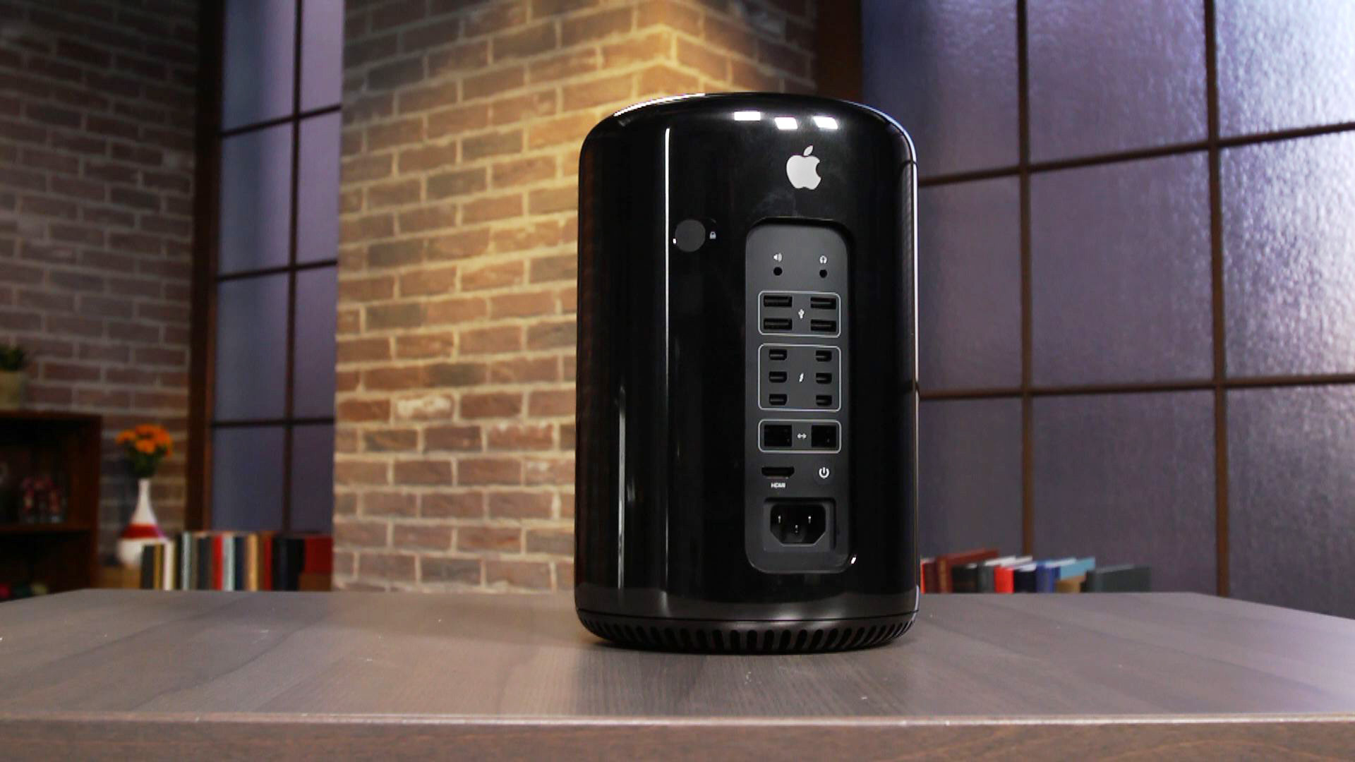 Video: Hands-on with Apple's new Mac Pro desktop