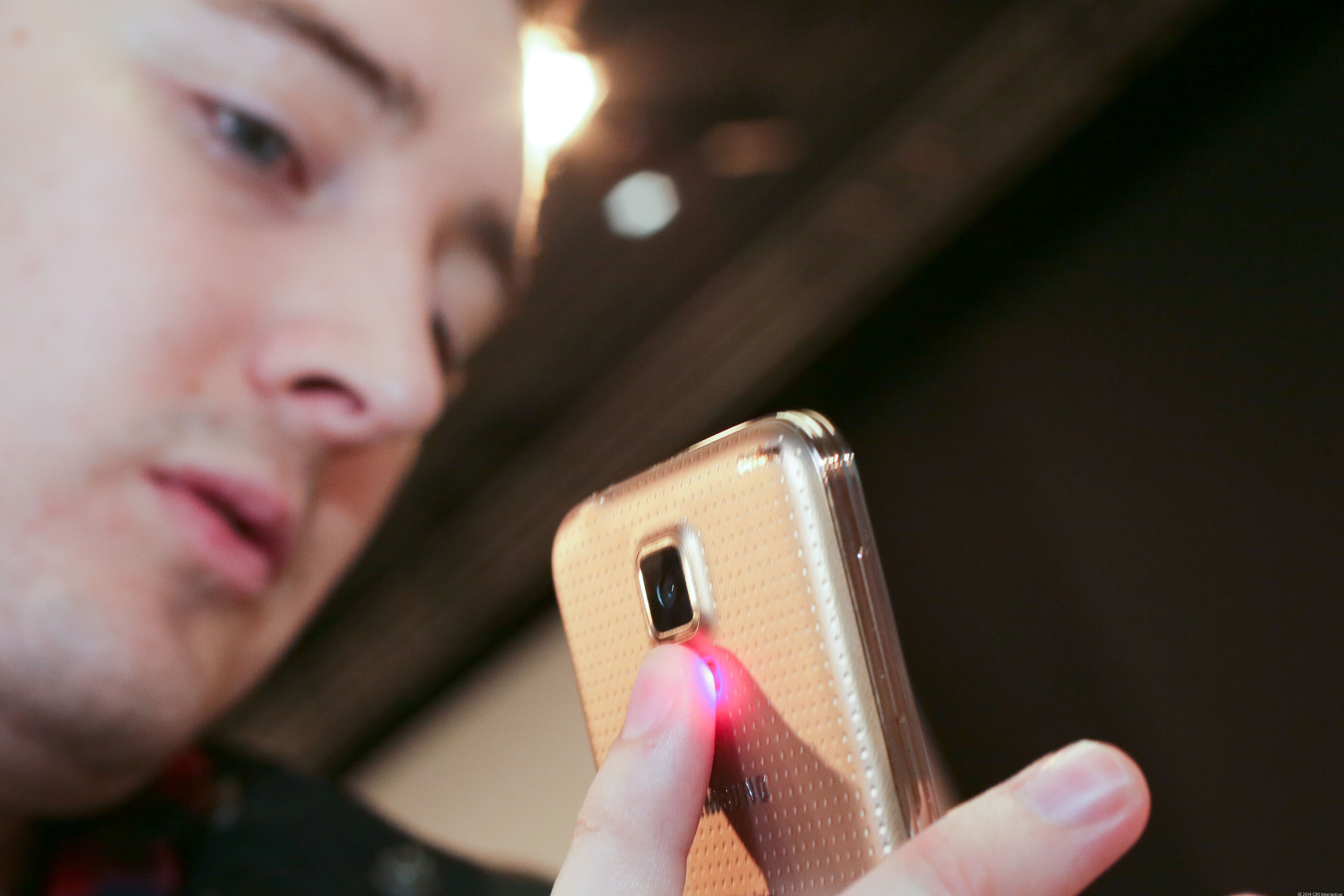 CNET's Luke Westaway surveys his health on using the Samsung Galaxy S5's built-in heart-rate monitor.