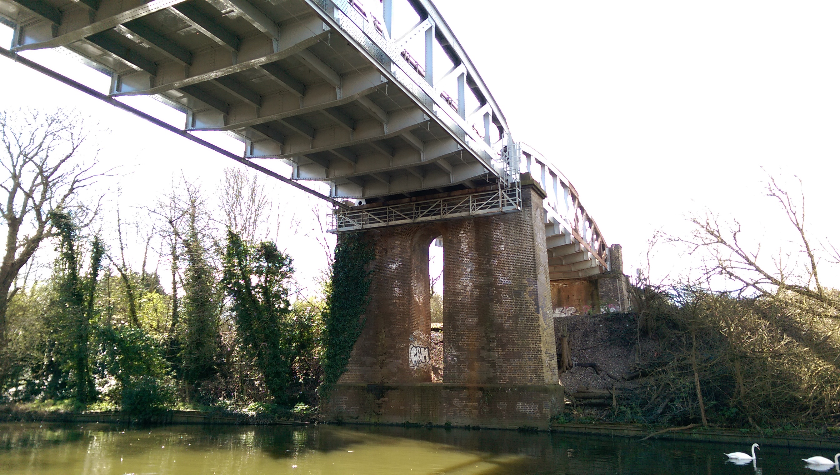 underbridge-normal-htc-one-m8.jpg
