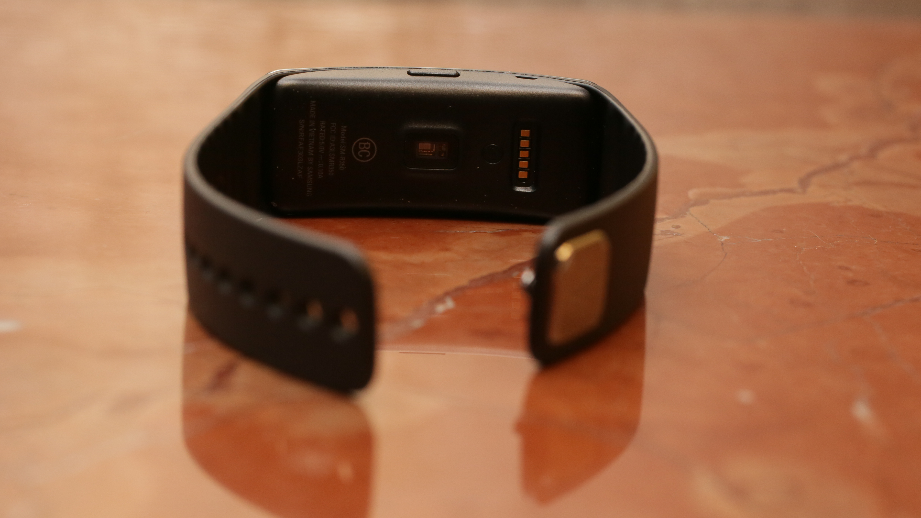 samsung-galaxy-gear-fit-product-photos-02.jpg