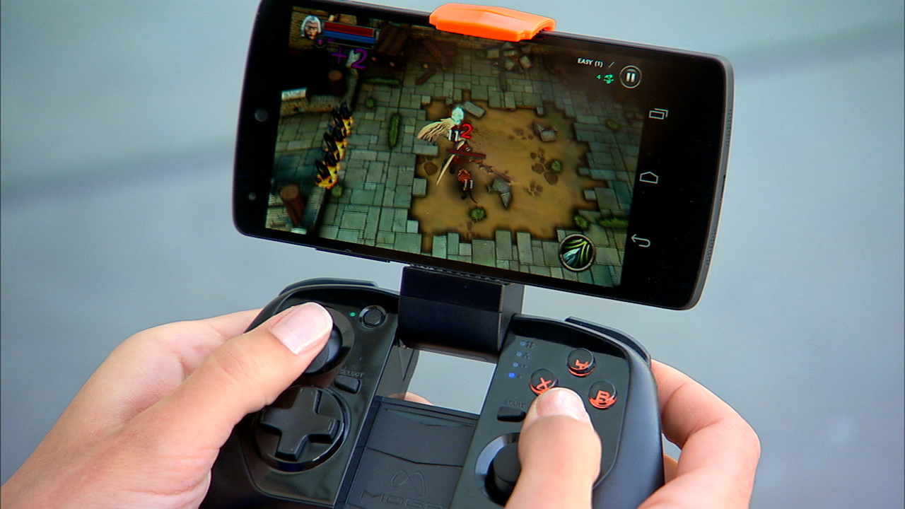 Video: Turn your smartphone into a handheld gaming console