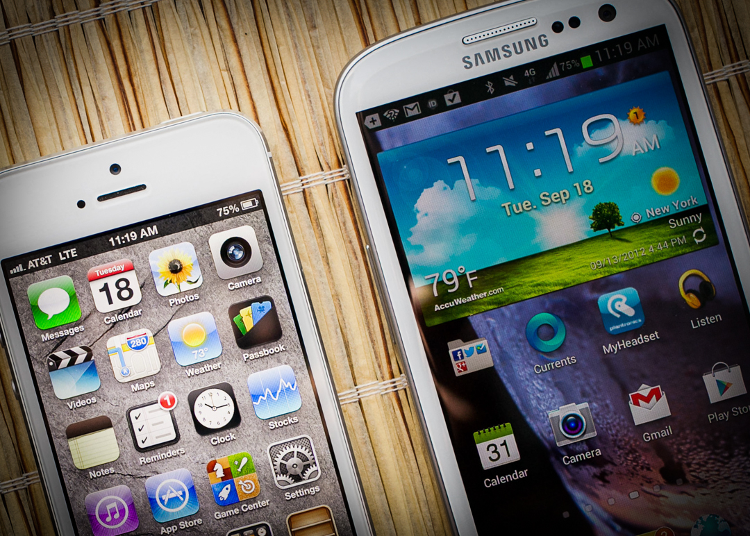 apple-iphone-5-and-samsung-gs3.jpg