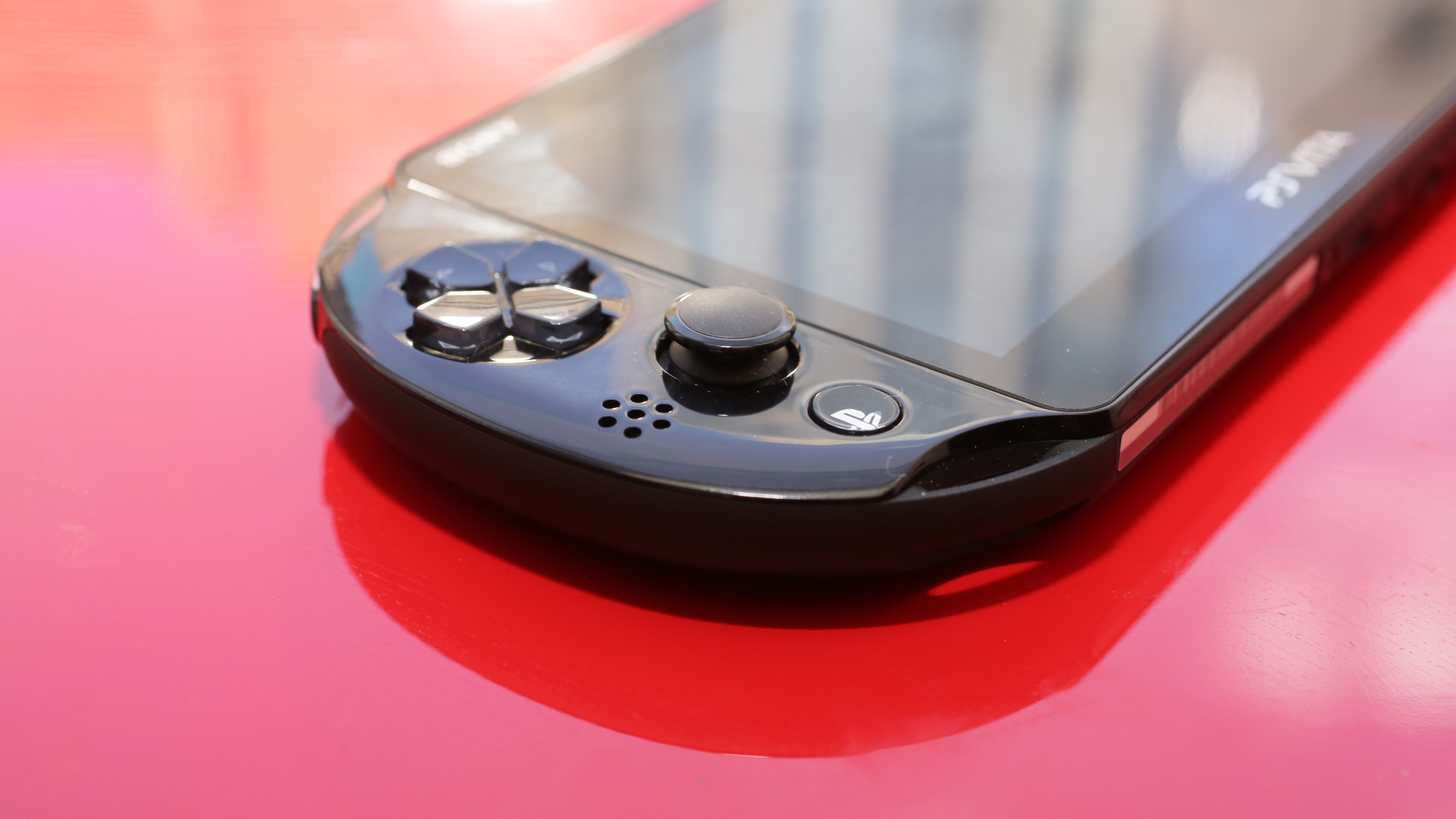 playstation-vita-slim-product-photos05.jpg