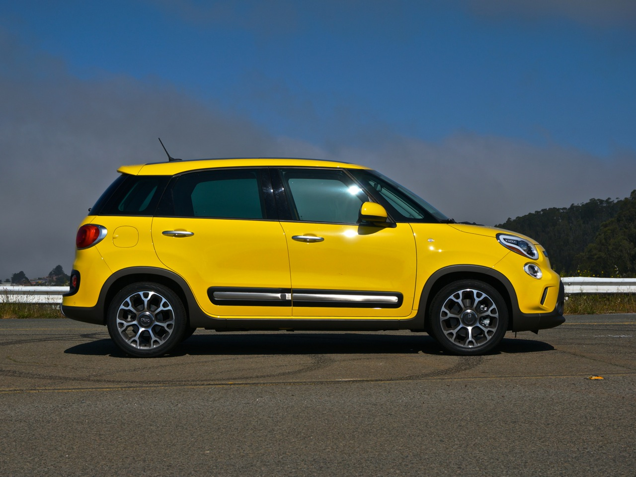 2014 fiat 500l trekking review roadshow. Black Bedroom Furniture Sets. Home Design Ideas